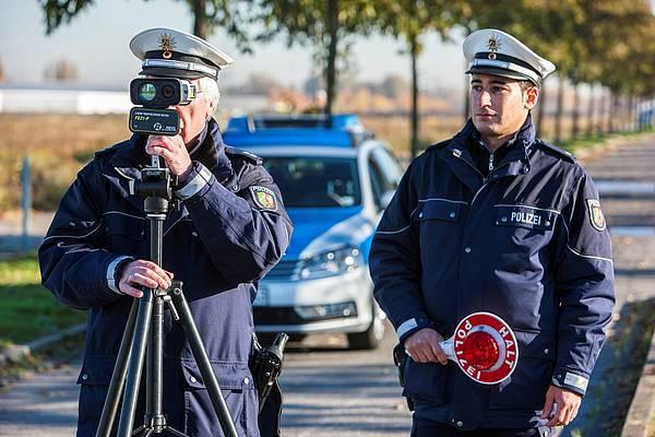 Herforder Schüler machen bei Polizeikontrollen mit - Radio Herford